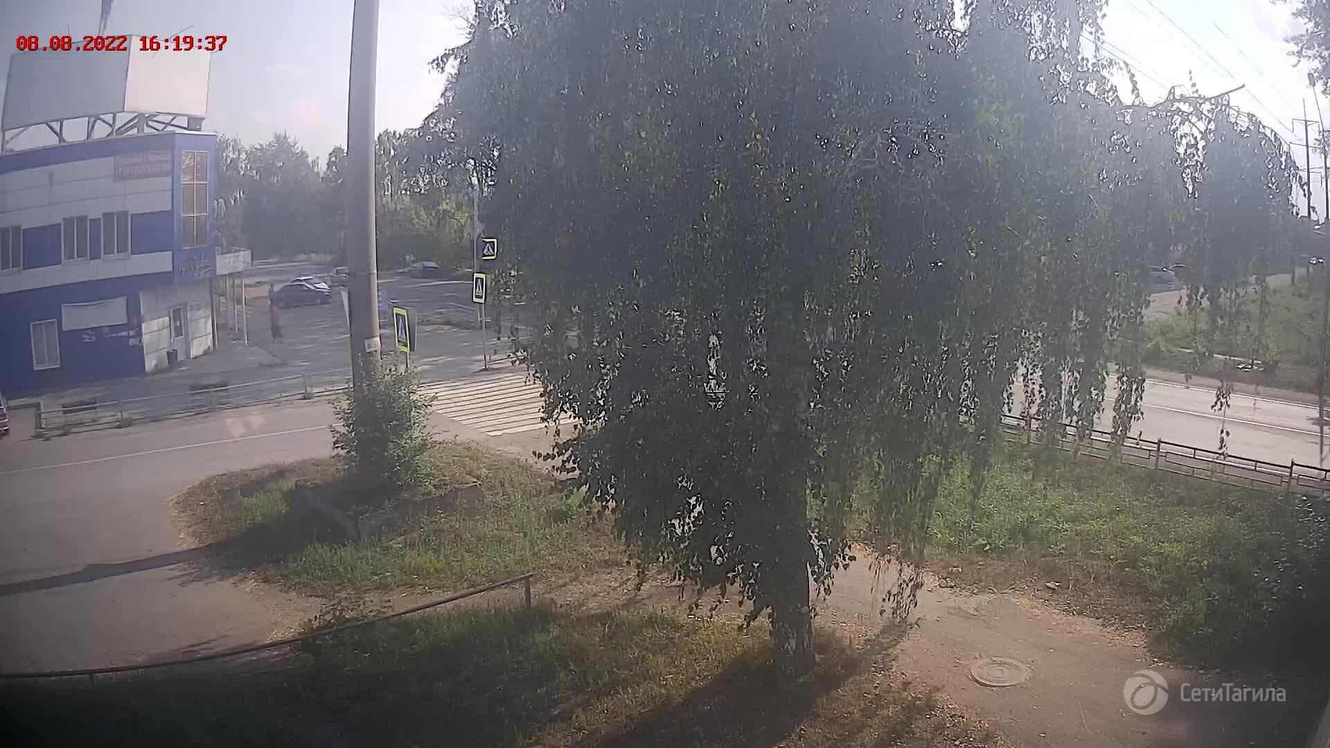 Webcam pedestrian crossing near school N 21, Nizhny Tagil, Sverdlovsk Region, Russia
